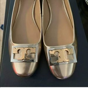 Tory Burch GiGi gold Size 8